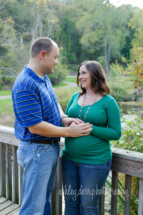 beautiful fall pregnancy photos