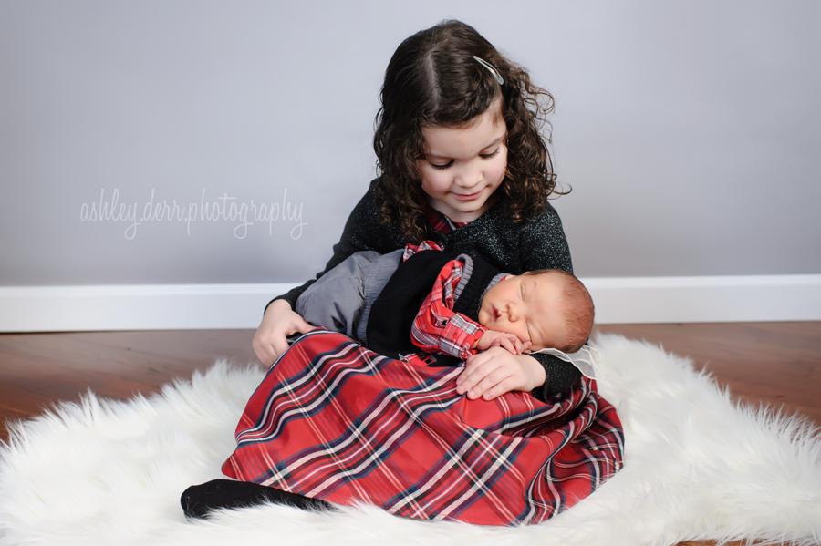 christmas sibling newborn pose