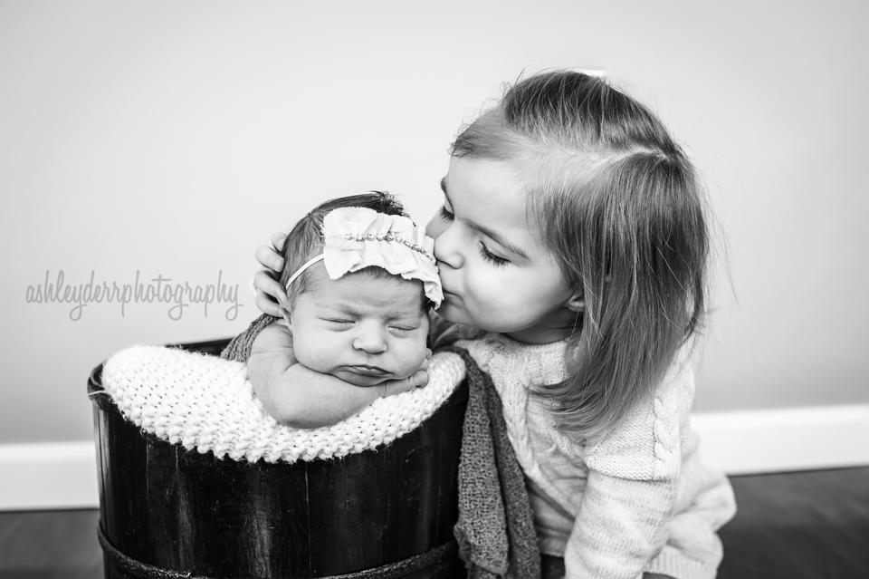 sibling newborn photographer pittsburgh pa