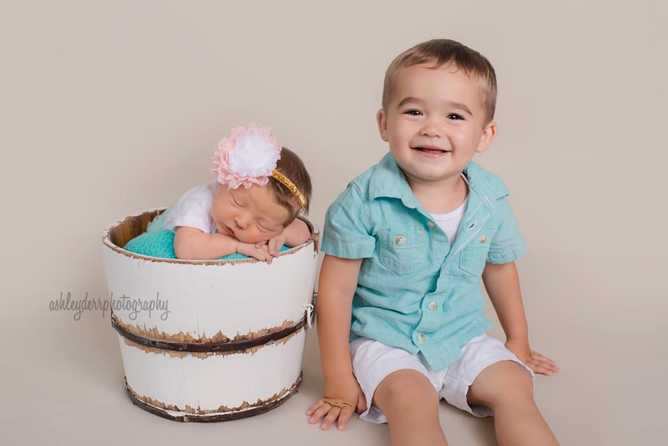 Aliquippa baden newborn photographer babies r us registry