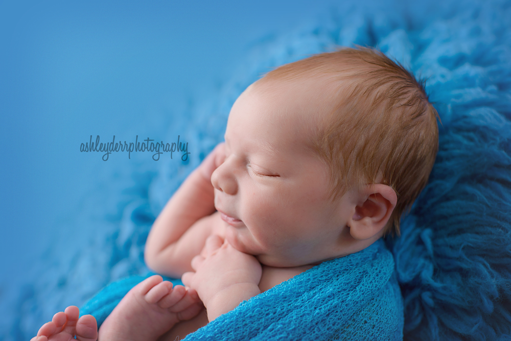 newborn baby photography pose