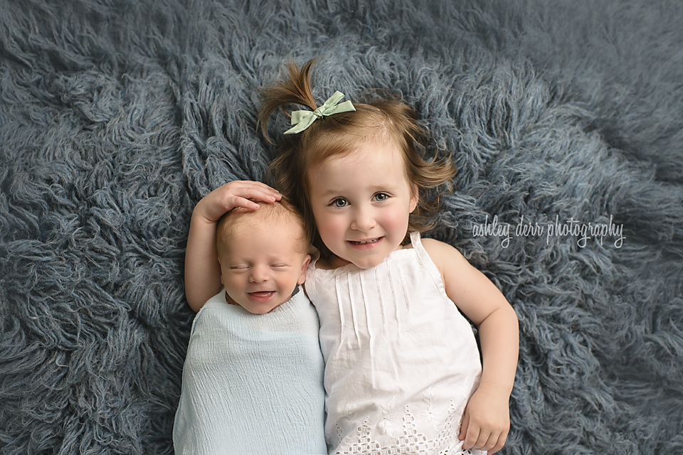 Newborn baby photographer in north pittsburgh cranberry twp mini session