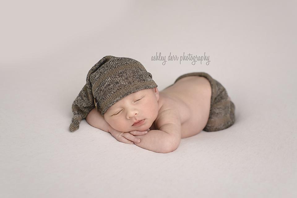 best newborn baby photographer pittsburgh
