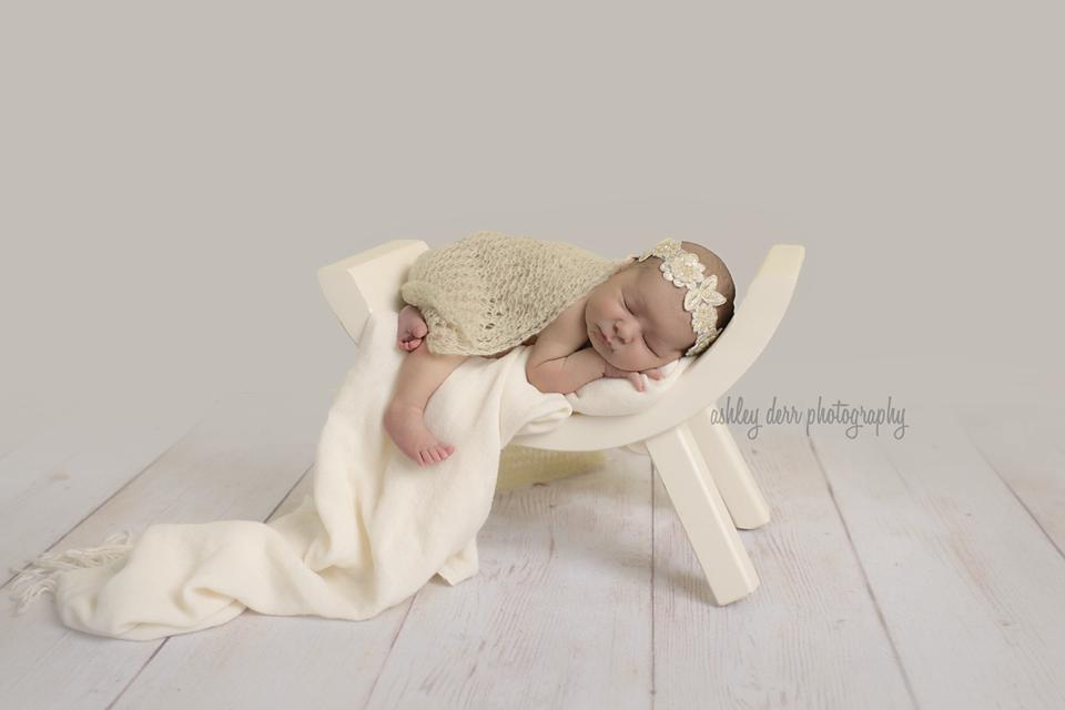 newborn photographer in pittsburgh